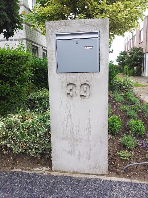 Vandalismebestendige brievenbus eigen ontwerp aannemersbedrijf ftbbouw - Beton door lcda ...